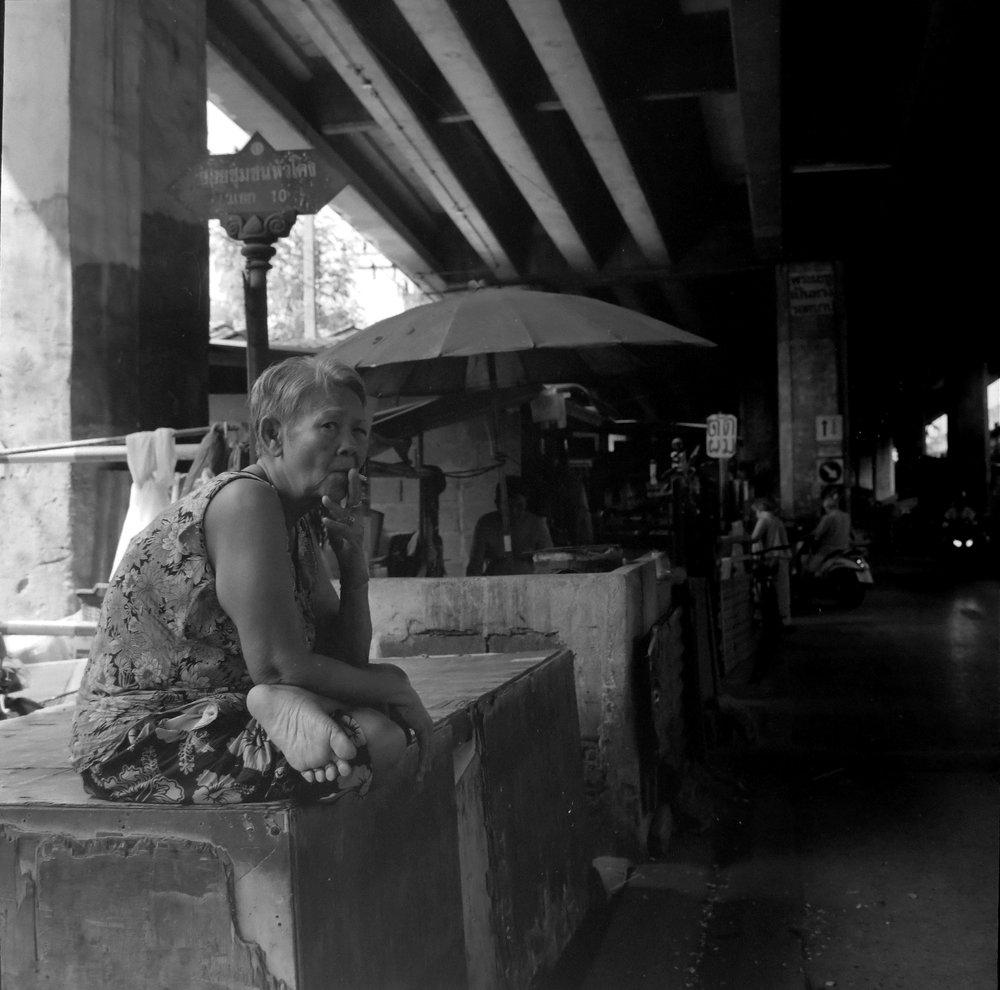 chromacomaphoto bangkok street photography rolleiflex black white ilford thailand khlong toei slum ghetto (11).JPG