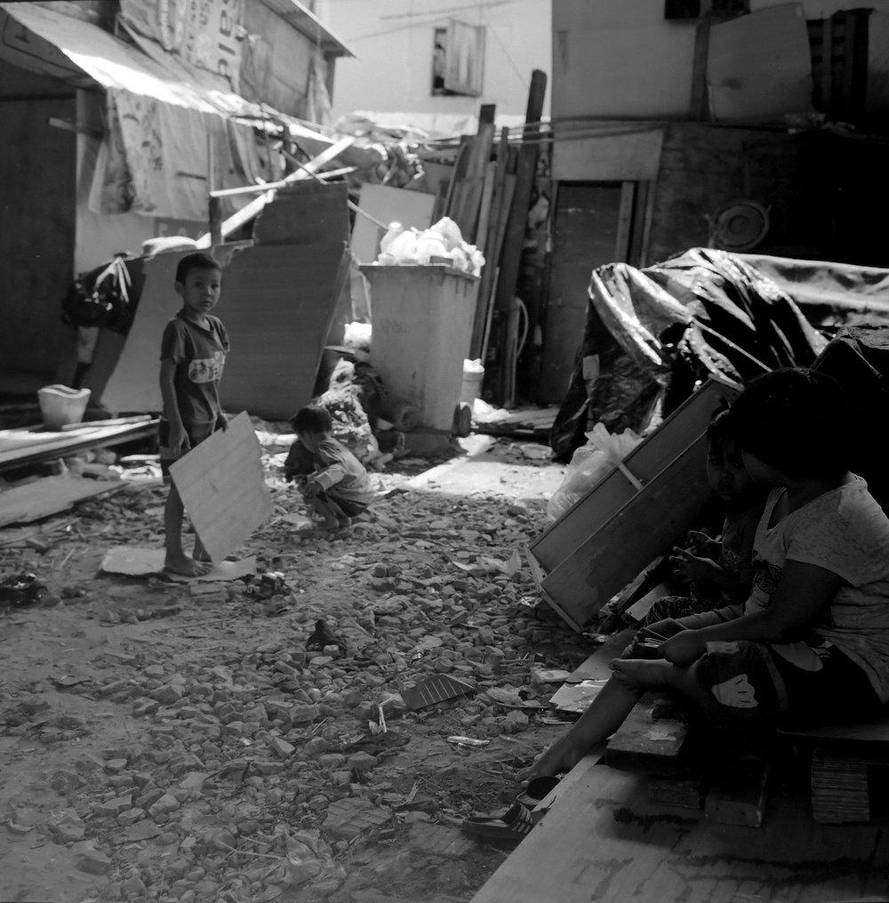 chromacomaphoto bangkok street photography rolleiflex black white ilford thailand khlong toei slum ghetto (5).JPG