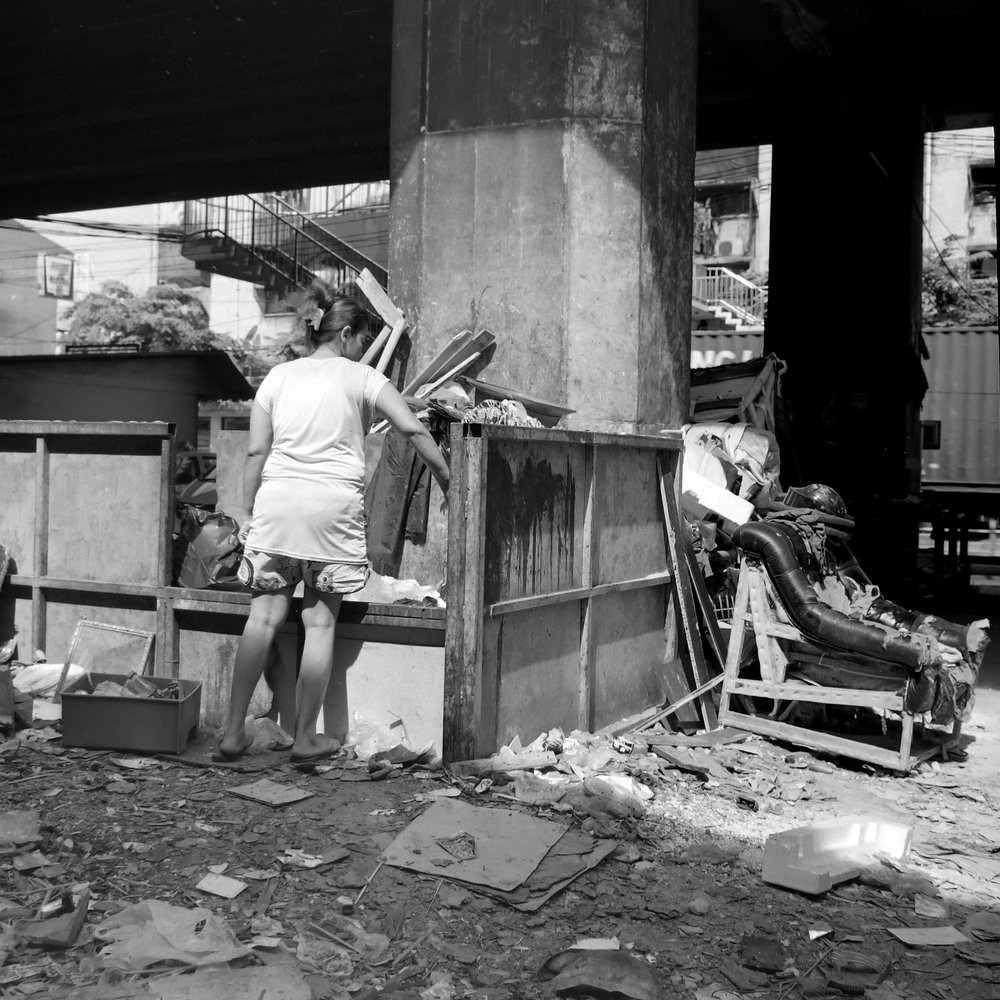 chromacomaphoto bangkok street photography rolleiflex black white ilford thailand khlong toei slum ghetto (7).JPG
