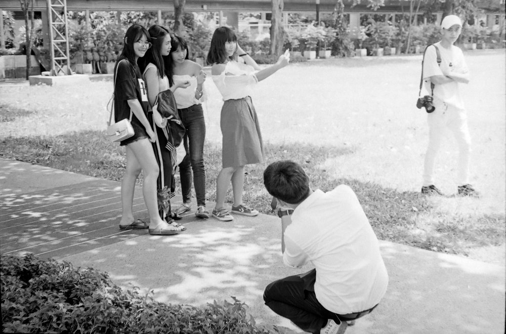 chromacomaphoto street photography bangkok thailand film tri x summicron rigid 50 leica m4 black and white (17).JPG