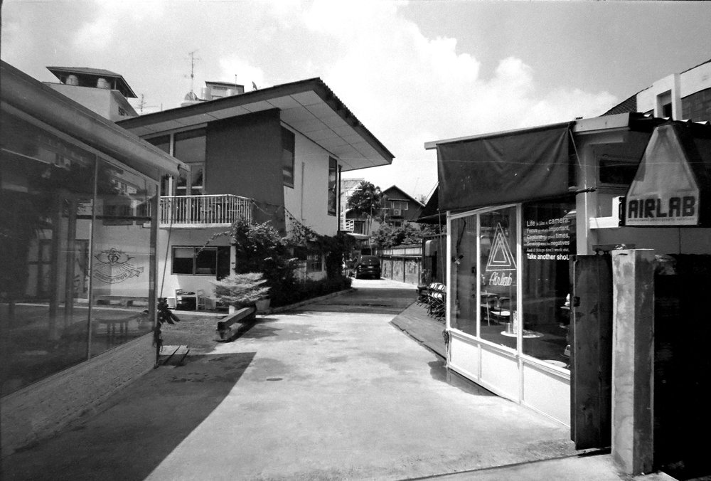 Chromacomaphoto bangkok airlab film photography tri x iso 400 leica m2 summicron rigid super angulon 21mm 50mm black and white thailand street  (4).JPG