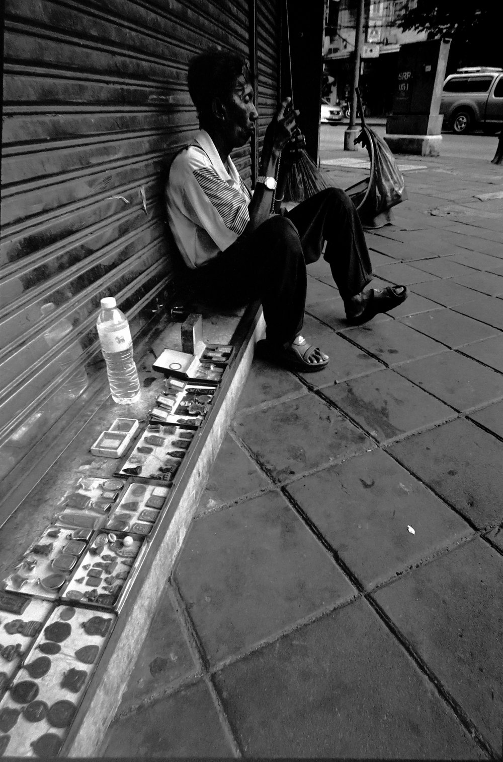 Chromacomaphoto street photography Bangkok Leica M3 super angulon 21mm 3 4 tri x Thailand film (1).JPG