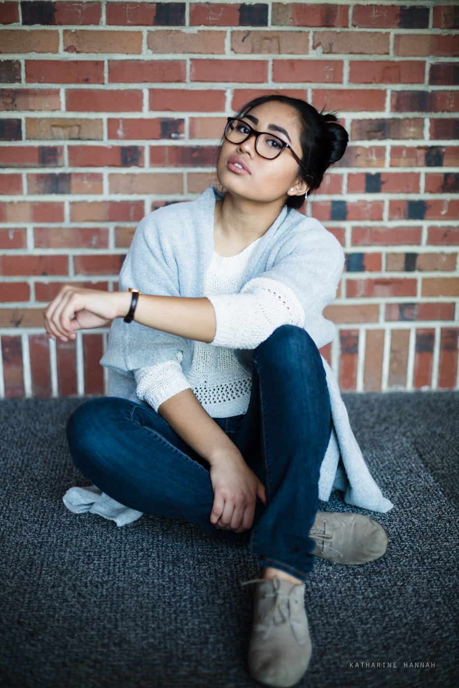 Examples of what to look out for if you wear glasses to your senior pictures