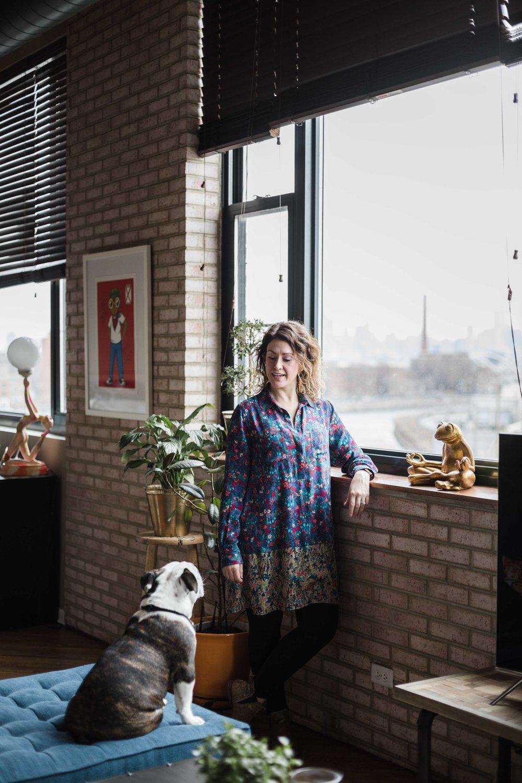 Amanda Wolfson, freelance prop stylist in Chicago, photographed with her english bulldog puppy Phife