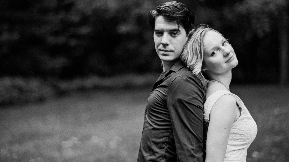 black and white engagement pictures