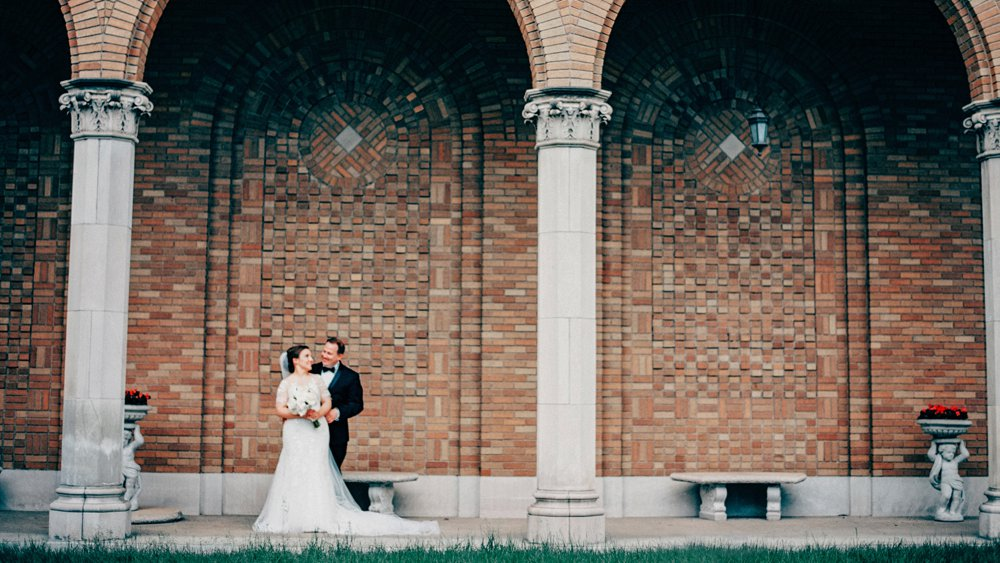 Woman's Club of Minneapolis arches wedding