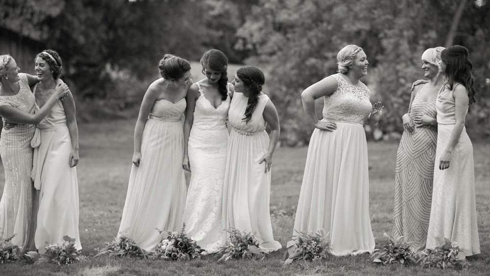 A staggered pose with the bridesmaids.