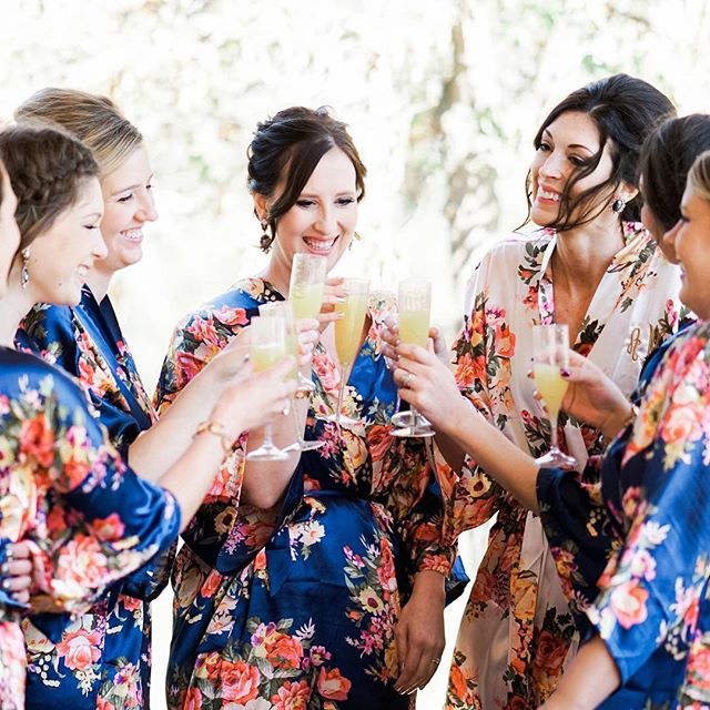 Cheers, ladies! 🍂🎉 . . #mnwedding #sonyalpha #weddingphotography #weddingphotographer #minnesota #sonya7rii #mastinlabs #mastin #mnbride #lookslikefilm #brides #bridesmaids #champagnetoast