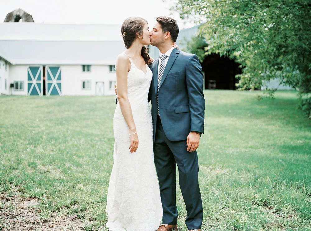 Bloom Lake Barn Wedding_5028.jpg