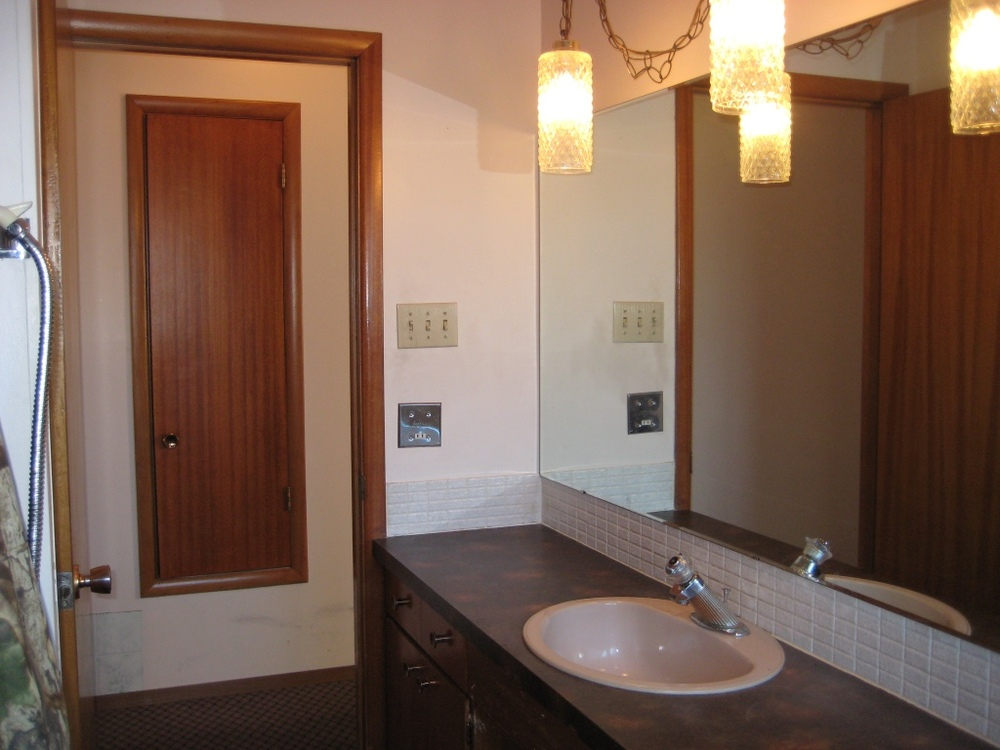 Farmers Daughter Interiors - Allen Drive Project - Bathroom - BEFORE - 2
