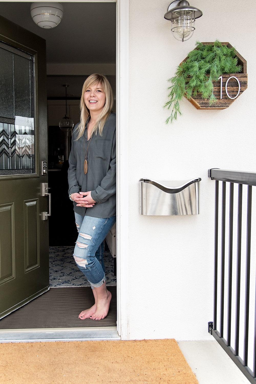 Farmer's-Daughter-Home-Tour-front-door