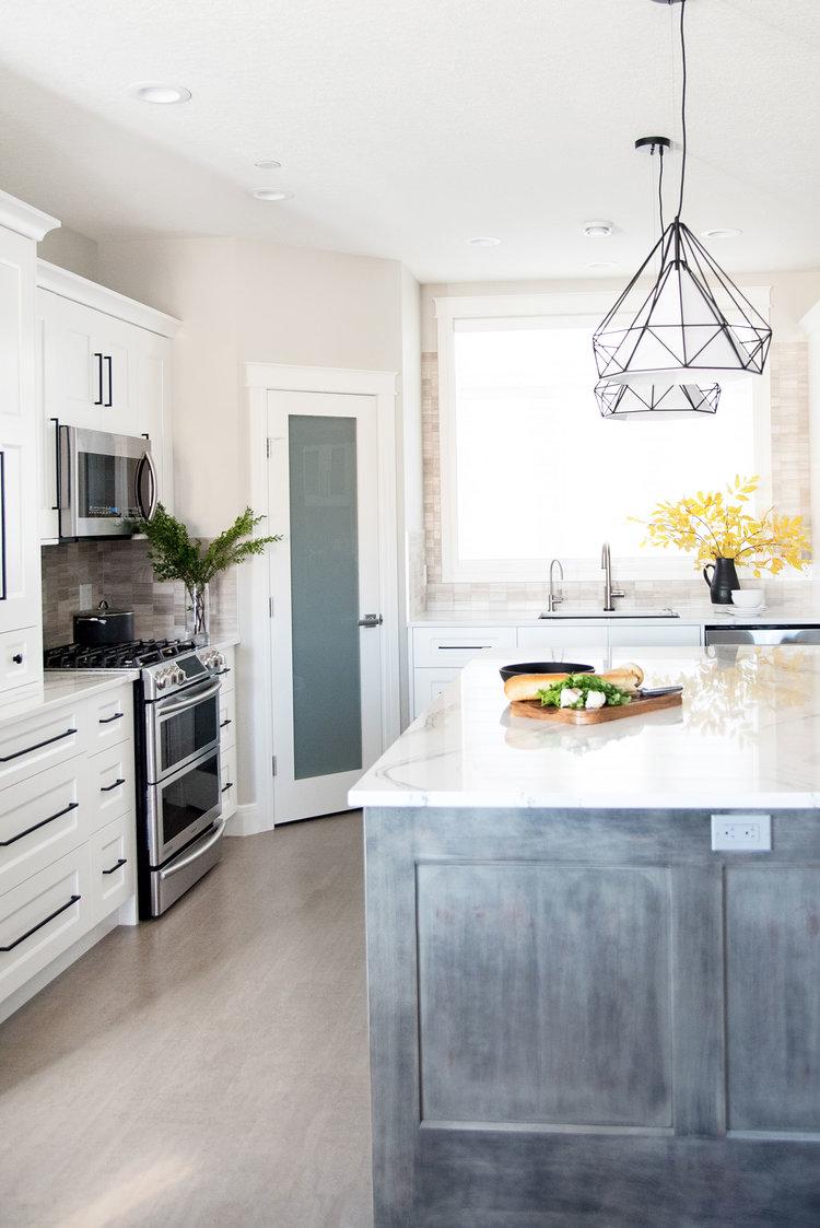 contemporary-white-kitchen-britannica-quartz-counter