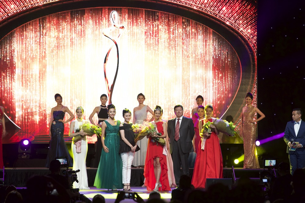 Taken with 2015 Miss Chinese Cosmos Pageant of the Americas Winner, Wang Si Si; Phoenix TV China Vice President, Dr. Liu Dian Dian;and Phoenix TV Americas President,Mr. Wu Xiao Yong