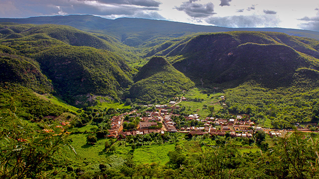 Figure 1. The remote Brazilian mining community of Remedios is the site of the Bahia golden rutilated quartz mines. The town is developing a sustainable collective of artisanal miners. Photo by Brian Cook.