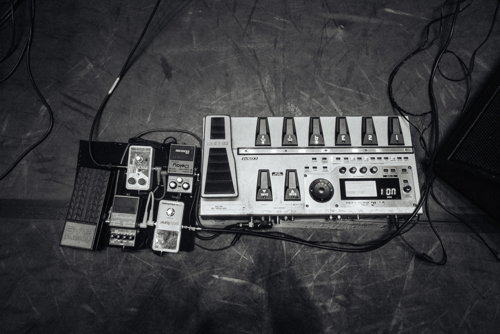 Monty's pedals for the show that night. these arent actually his..... those were in his luggage- in the UK
