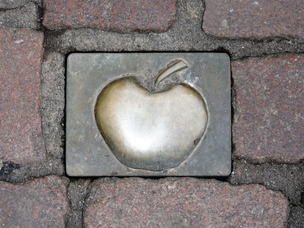 Brass apple depicting the trail through old sachsenhausen
