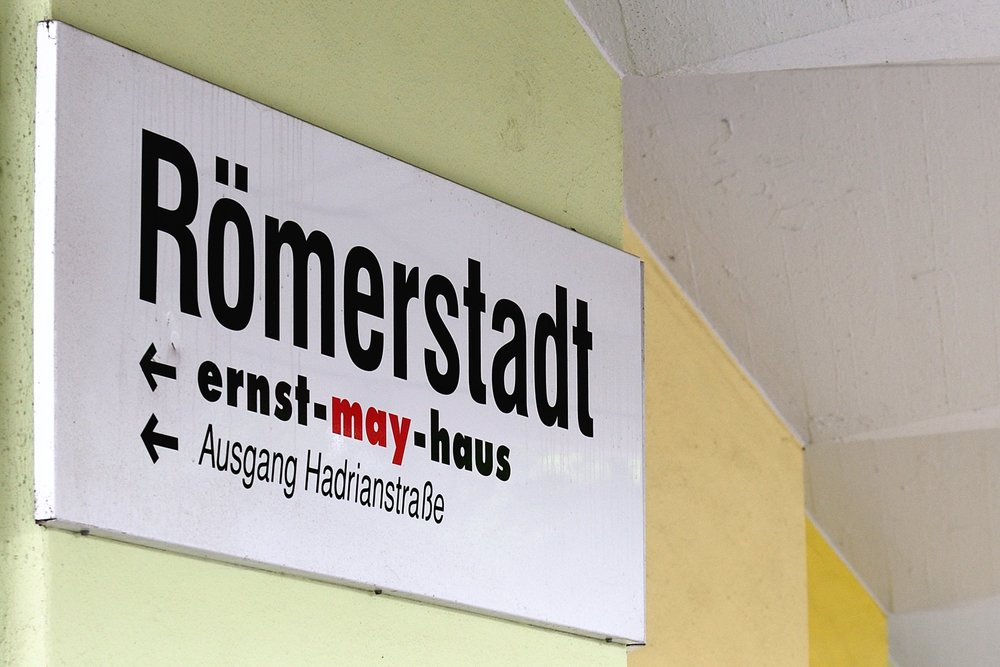 Signs to ernst-may-haus