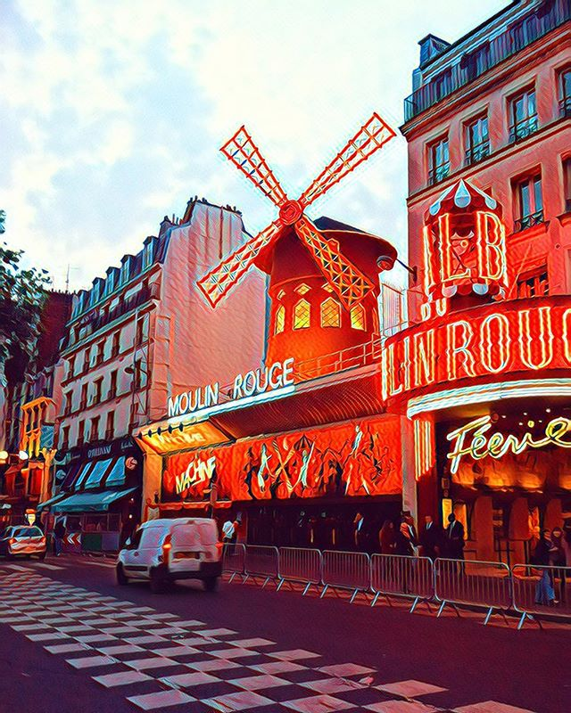 Le Moulin Rouge 🇫🇷  #tbt #30daycontentchallengeday7 #eurotrip2012  Head to my website for prints! $30 (shipping included) 