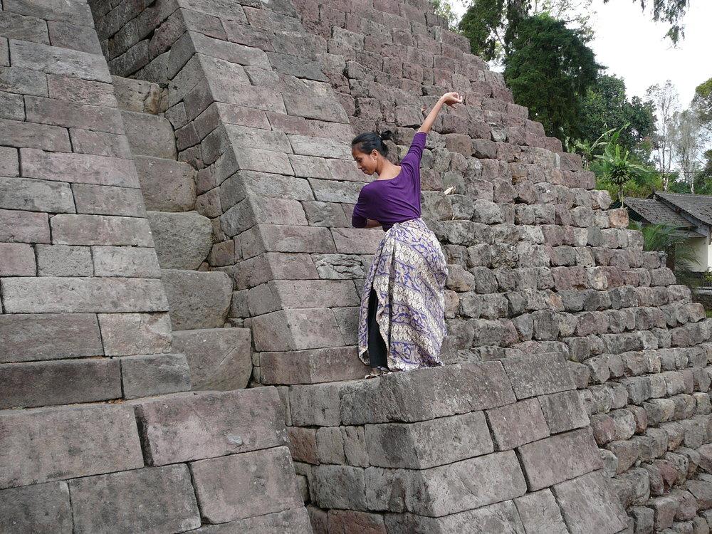 Danse-indonésienne-Kadek-Candi-Sukuh