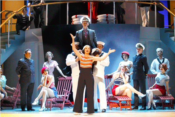 Caroline O'Connor and Cast dans Anything Goes © Jeff Busby