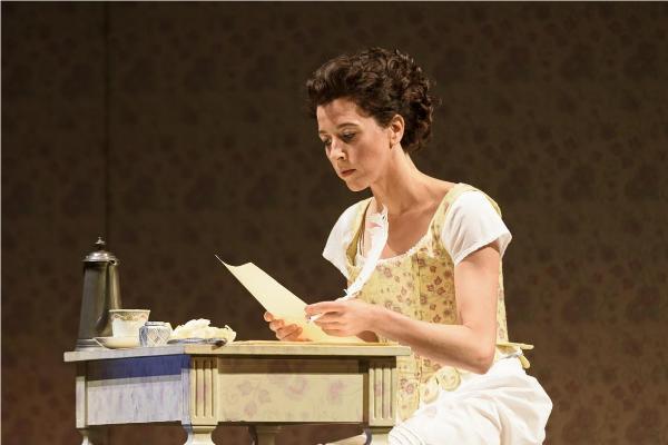 Lisette Oporesa incarne Susanna à Glyndebourne © Bill Cooper