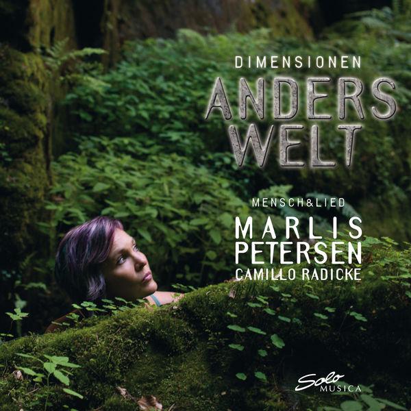 Marlis Petersen - Parce qu'on a aussi le droit de se faire plaisir avec un coup de cœur que l'on aura plaisir à partager avec tous, bien évidemment. Marlis Petersen est une soprano allemande à la carrière atypique et pourtant exemplaire. Que ce soit à l'opéra ou au disque, elle distille une rare intelligence dans ce qu'elle chante avec un instinct sûr. Dimensionen Anderswelt est le deuxième opus d'une trilogie passionnante qui visite le monde merveilleux du Lied et de la mélodie.Marlis Petersen - Dimensionen: Anderswelt (Solo Musica)