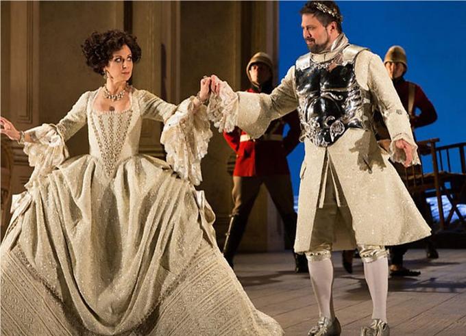 Giulio Cesare (1724) - HÄNDELPas sûr que les vrais Cléopâtre et Jules César faisaient aussi bien les vocalises mais à l'opéra, tout est permis comme par exemple faire chanter le rôle de l'Empereur par un castrat ou encore mieux, par une femme !© Metropolitan Opera / Marty Sohl