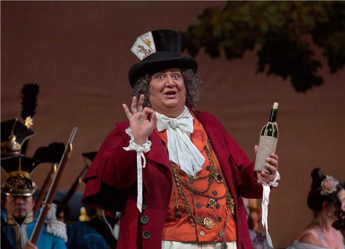 L'Elisir d'Amore (1832) - DONIZETTILe héros est un gentil simplet mais dès qu'il entame « una furtiva lagrima », l'on fond littéralement ! De loin, l'un des plus grands tubes du répertoire.© Metropolitan Opera / Ken Howard
