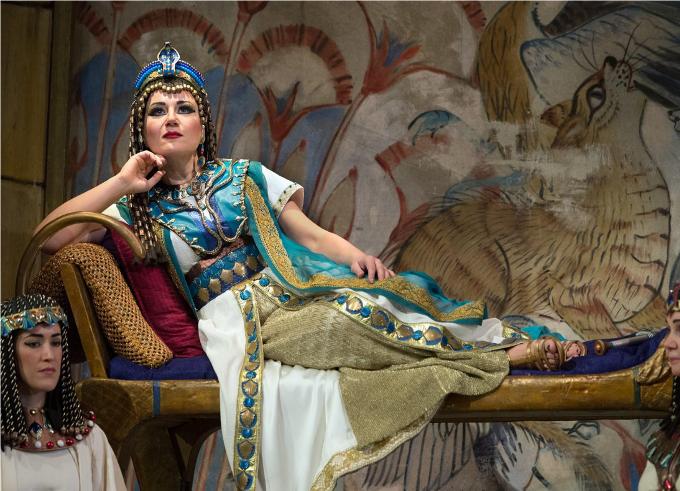 Aida (1871) - VERDIAida et ses fameuses trompettes n'ont pas vocation à remplir les stades de foot avec des décors égyptiens. Aida est un opéra intimiste, une superbe histoire d'amour entre un guerrier et une esclave.© Marty Sohl / Metropolitan Opera