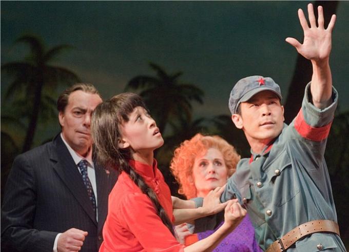 Nixon in China (1987) - ADAMSImagine-t-on un opéra construit autour de la rencontre entre Richard Nixon et Mao Zedong, où Pat Nixon visite une ferme à cochons et où tout le monde danse le foxtrot ? John Adams l'a fait !© Ken Howard / Metropolitan Opera
