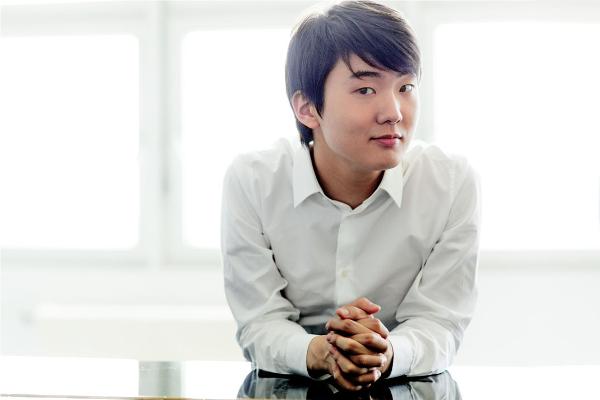 Seong-Jin Cho © Harald Hoffmann / DG