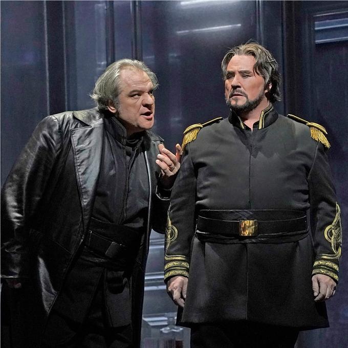 5) Iago - Otello (Verdi)La manipulation est un art qui a trouvé son maître avec Iago. En instillant la jalousie dans l'esprit d'Otello, il parvient à libérer la colère aveugle de son chef qui étrangle l'innocente Desdémone avant de se tuer. Iago qui se définit lui-même comme l'esprit du mal est l'un des personnages les plus fourbes et malfaisants que Shakespeare a créé et que Verdi et Boito ont intensifié.© Ken Howard / Met Opera