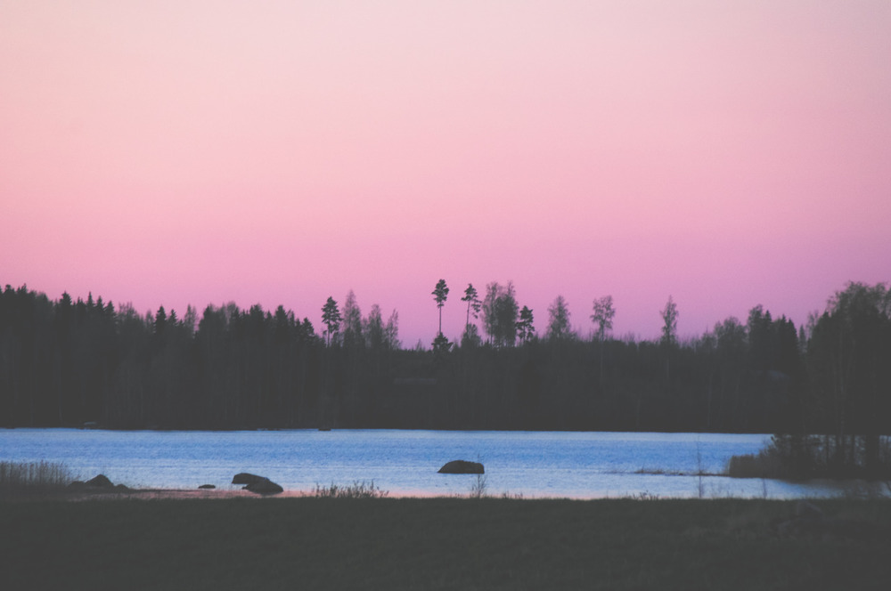 Pink sunset at the lake. By Eleazar Lázaro (facebook page, flickr)