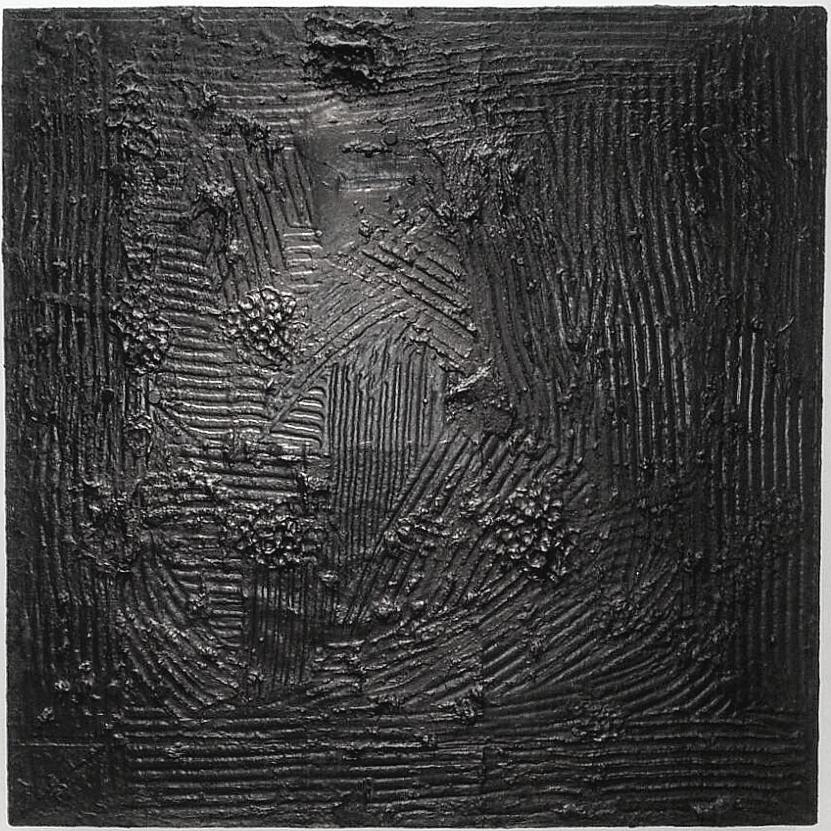 AlphaGaia 2016   127X127 CM  Linoléum, Goudron, basalte, noir Acrylique mat, disques magnétique, gel texture lave noir, vernis acrylique, bois