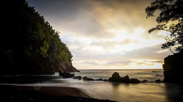 Probably one of the crazier things I've done to get a picture - wake up at 4 AM, drive the road to Hana in the dark, do a short hike, and set up all before the sun rises. Thanks to @stu_soley for the amazing recommendation 😊