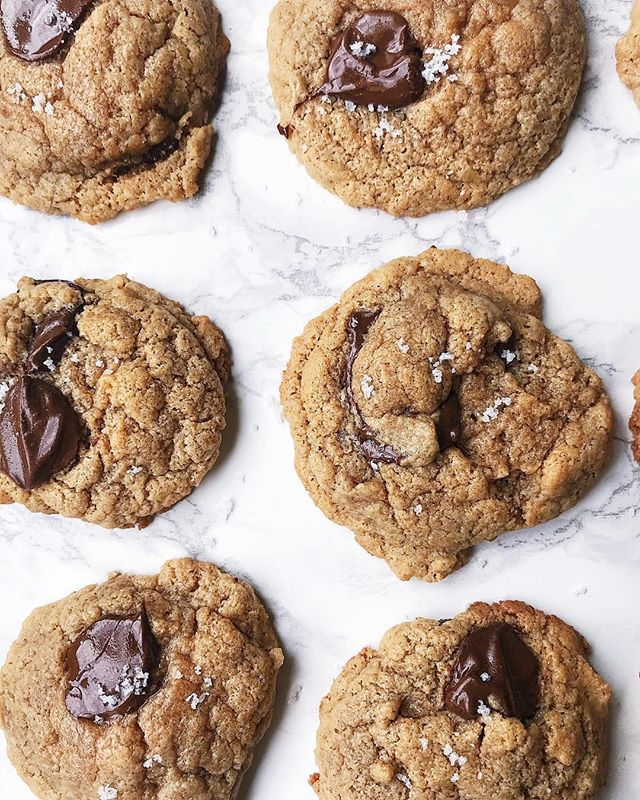 cashew butter chocolate chip cookies by @avokween 🍪 these cookies are so easy to make dairy-free, just substitute vegan butter! find the easy 8-ingredient recipe on @avokween's feed 🍫🤗 we need to make these for the holidays! #nuttybuddy #nutbutters