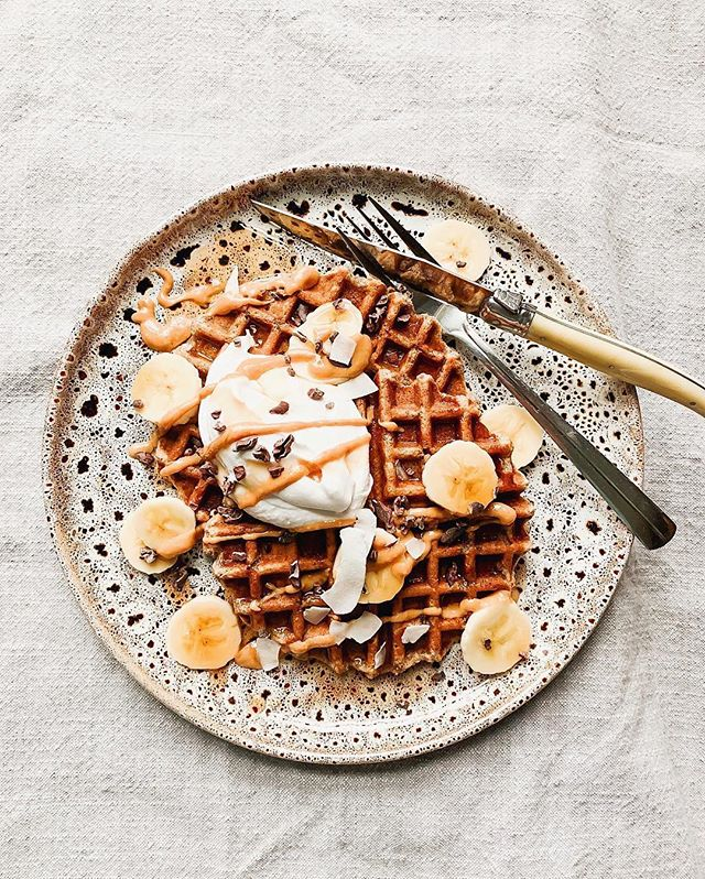 #glutenfree #vegan waffles topped with nut butter, cacao nibs, maple syrup & coconut yogurt by @thefirstmess 🥞🍁💫 a subtle reminder to us all that nut butter on waffles is amazing #nuttybuddy #nutbutter