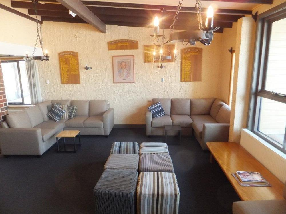 5 lounge room.jpg