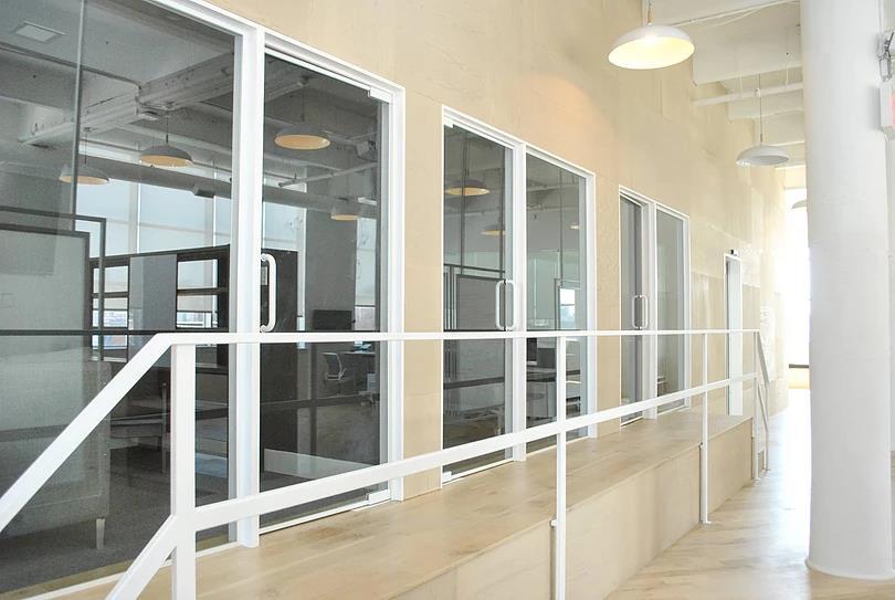 Clean white look, Minimalist office railings