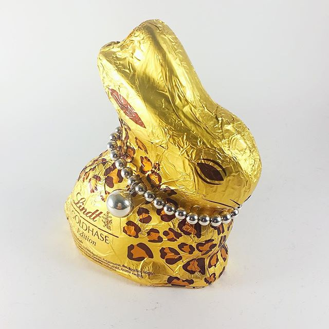 Wishing you a Happy Easter that is just as bright and joyful as the sprint time air around you. . . . . . . . . #happyeaster #2017 #spring #vymarn #ilovevimarn #jewelry #sterlingsilver #bracelets #bunny #chocolate #lindt #golden #leopard