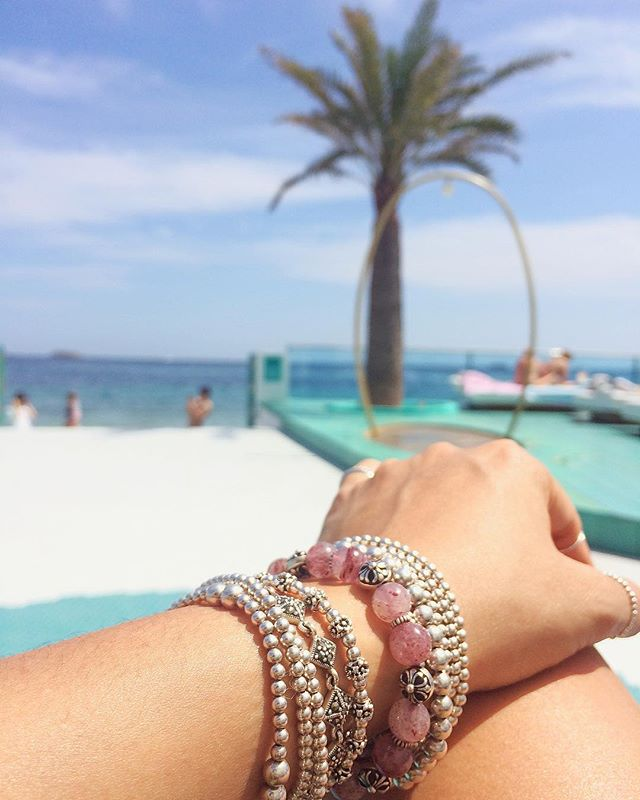 This summer I wear my favorite bracelet 🌸💜☘️🌟 contact us 📧 hello@vymarn.com  #vymarn #ilovevymarn #summer #ibiza #holiday #spring #sunnyday #ootd #ootn #cool #fashion #blogger #instadaily #instagood