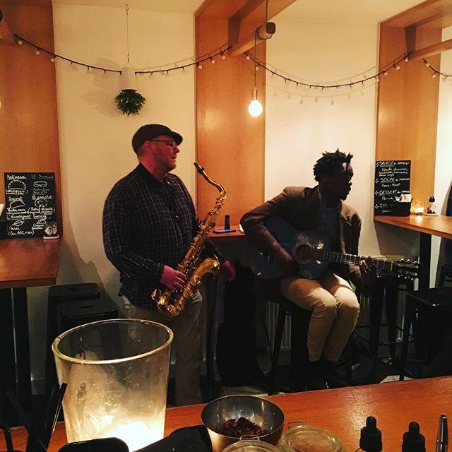 Ca Jazz chez @patucorestaurant ce soir! 🍾🎻🎷🎺🎸 On vous attend pour adoucir vos oreilles et boire une bonne bière 🍺😘