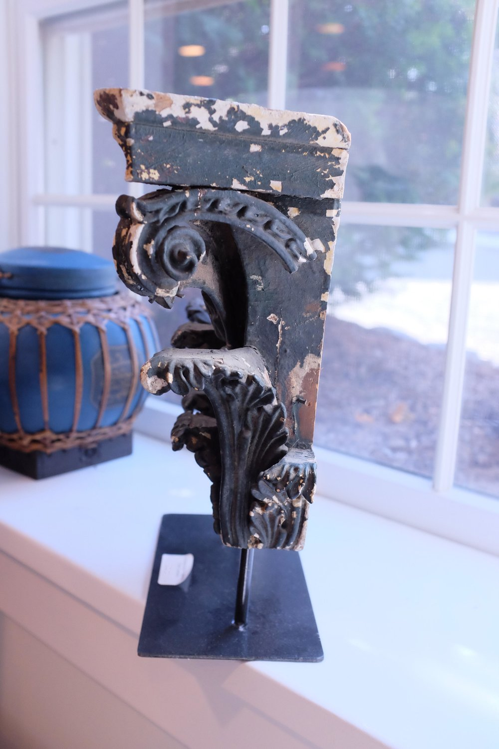 corinthian-style-architectural-fragment-from-15th-century-on-pedestal-7896.jpeg