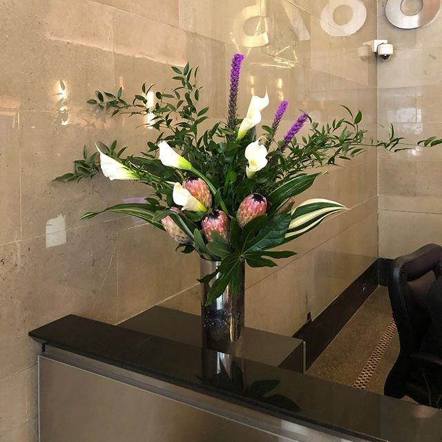 One of our #flowerarrangements this week! #bydweeklies #flowerdelivery #nyc #weeklyflowers #realestate
