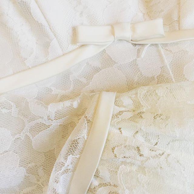 Close up on another beautiful vintage wedding dress I scored this week! 😍 👰💍💒. . . #Vintage #vintagestyle #etsy #vintageshop #retro #boho #hippie #pinup #gypsy #vintagefashion #texas #texasfashion #dallastx #greenvilletx #rockwalltx #tylertx #wedding#weddingdress #vintagewedding #vintageweddingdress #bohowedding #gypsywedding #hippiewedding #bohoweddingdress #vintagedress