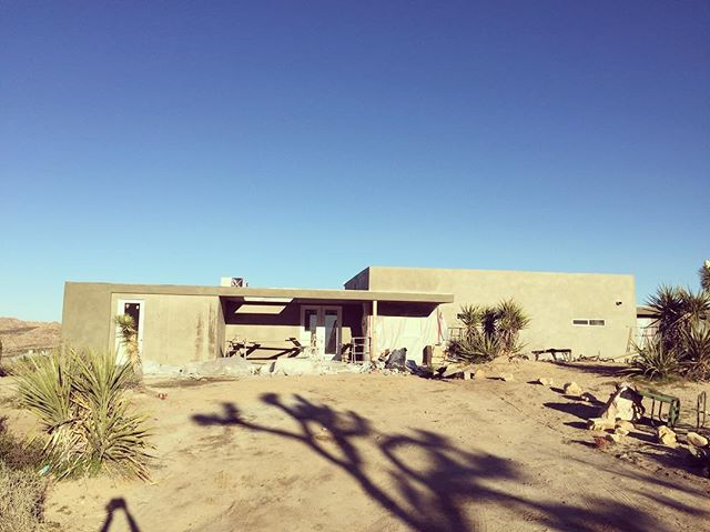 Stucco nearly complete #modernarchitecture #renovation #desertlife #desertarchitecture #mohavedesert #joshuatree @parexproducts @milgardwindowsdoors