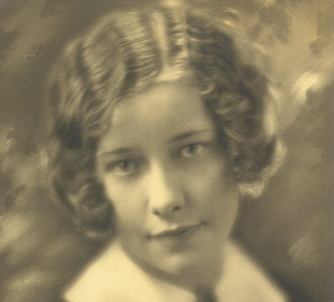 Photo portrait of young woman, mid 1920s.
