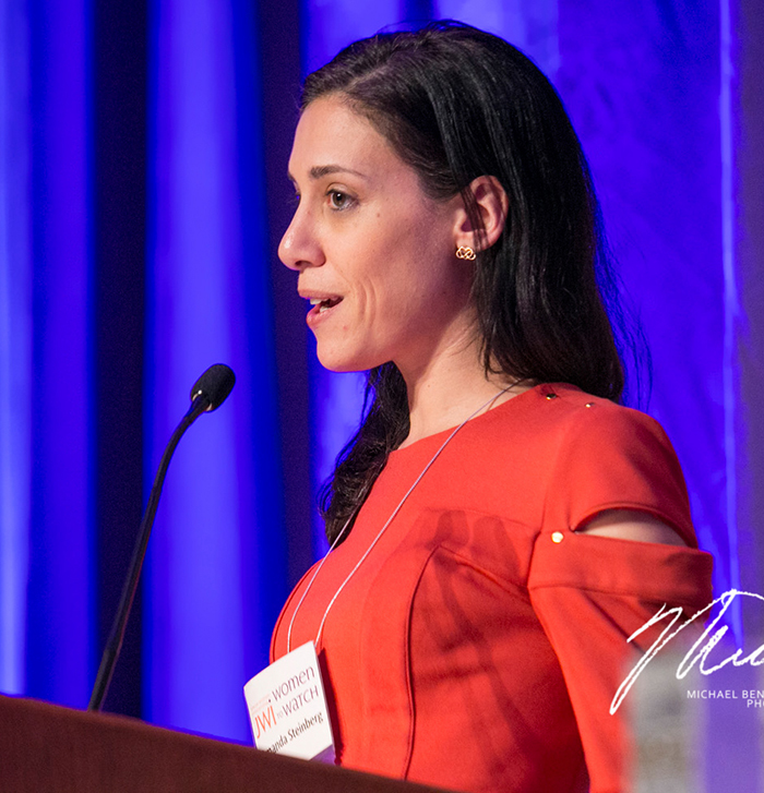 Amanda Steinberg accepting her 2013 Women to Watch award at JWI's gala in Washington, D.C. (Photo by Michael Bennett Kress.)