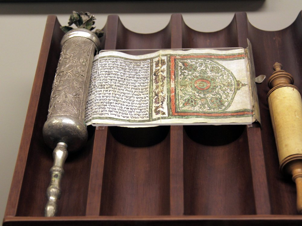 _Megillah_,_esther_scroll.jpg