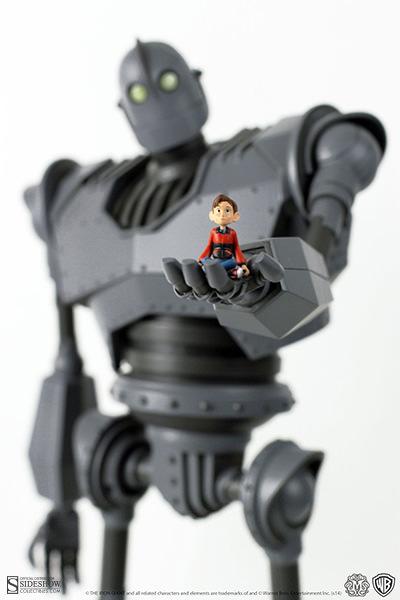 902331-iron-giant-deluxe-002.jpg